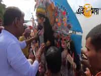 Watch: আজ ফিরছেন উমা, বিসর্জন শুরু বাগবাজার ঘাটে
