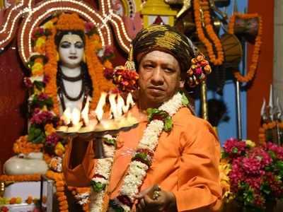 गोरखनाथ मंदिर में सीएम योगी