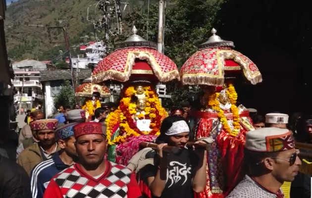 हिमाचल प्रदेश: पूरे जोश से शुरू हुआ एक सप्ताह तक चलने वाला कुल्लू दशहरा