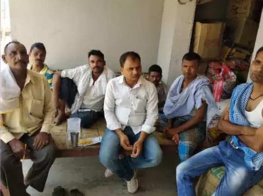जमुआ गांव की कमिटी निकालती है समाधान