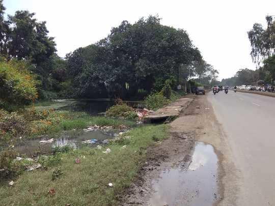 ड्रेनेजचे पाणी रस्त्यावर