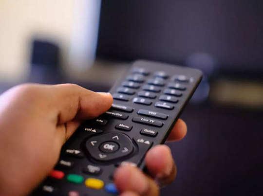 वॉट्सऐप अलर्ट से ऐमजॉन फायर टीवी स्टिक तक, DTH पर मिल रहीं कई स्पेशल सर्विस