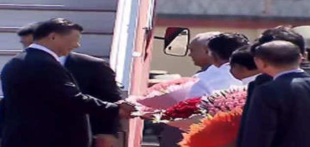 चीनी राष्ट्रपति शी चिनफिंग पहुंचे भारत, पारंपरिक नृत्य और संगीत के साथ हुआ स्वागत