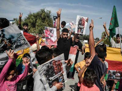 तुर्की के खिलाफ प्रदर्शन करते कुर्द रिफ्यूजी