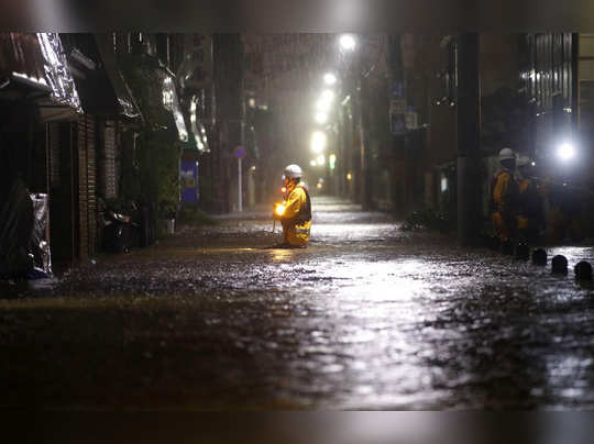 चक्रीवादळाचा टोकियोला तडाखा