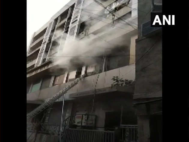 इमारत में लगी आग