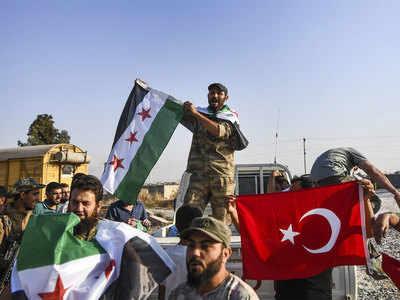 सीरिया में जश्न मनाते तुर्की समर्थक सीरियाई संगठन
