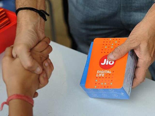 आउटगोइंग कॉल के लिए चार्ज वसूल रहा जियो