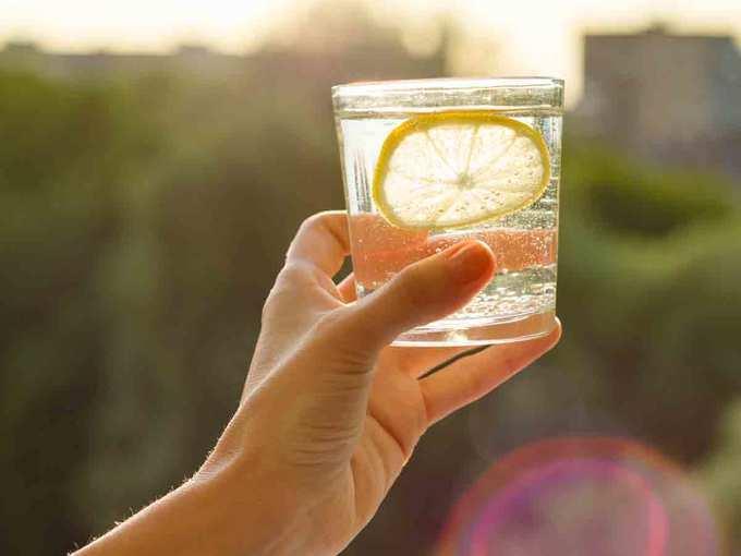 सुबह-सुबह नींबू-पानी पीना फायदेमंद है या नहीं?