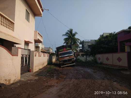 रस्त्याची दुरुस्ती करावी