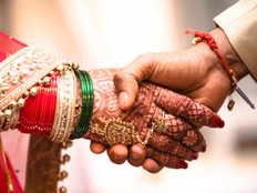 लखीमपुर खीरी में भाई ने अपनी ही सगी बहन से कर ली शादी