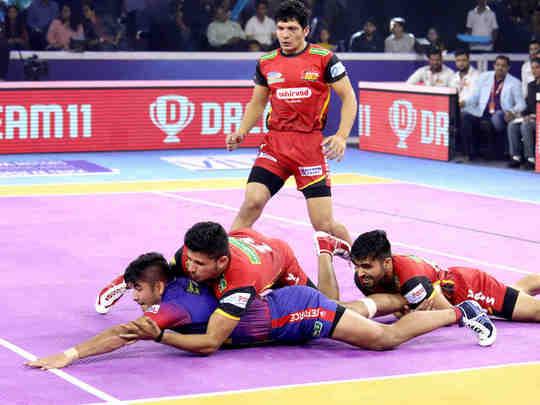 Naveen Kumar raid against Bengaluru Bulls semifinal 2019