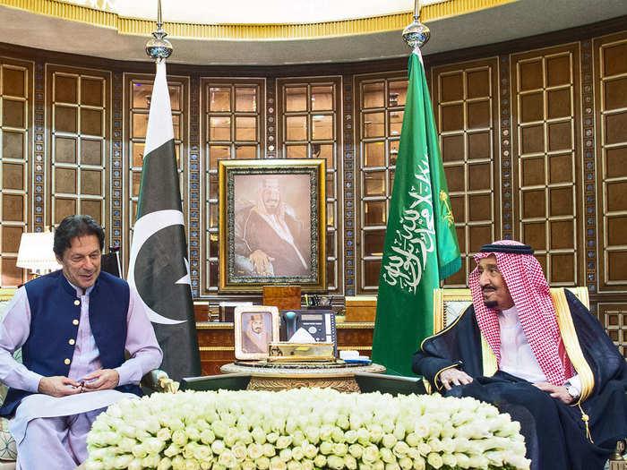 सऊदी में भी इमरान को नहीं मिला खास भाव
