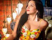इस छोटे ड्रेस को देख आप भी हो जाएंगे Monalisa के दीवाने!