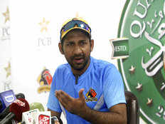 pakistan cricket board likely to ask sarfaraz to step down from captaincy
