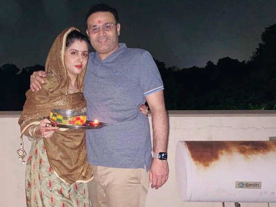 Virender-Sehwag-with-wife