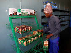 जिम्बॉब्वे में 60% बढ़ी ब्रेड की कीमत, बड़ी आबादी सिर्फ एक वक्त खाना खाकर चला रही काम
