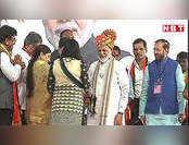पुणे: रैली में पीएम मोदी ने पहनी सोने से सजी खास पगड़ी