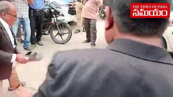 rtc strike lawyers burn effigy of cm kcr at nampally court