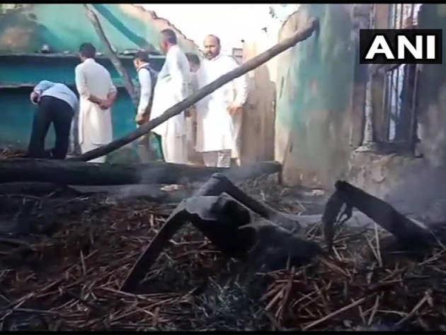 पाकिस्तानी बमबारी में क्षतिग्रस्त हुआ मकान।