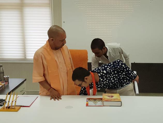 कमलेश के बेटे ने सीएम योगी का लिया आशीर्वाद