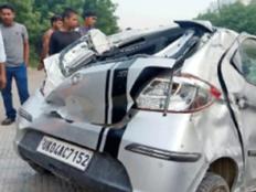 120 की रफ्तार में पलटी कार, 2 युवकों की मौत