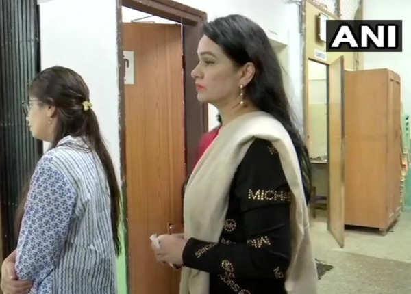 पद्मिनी कोल्हापुरी ने किया मतदान