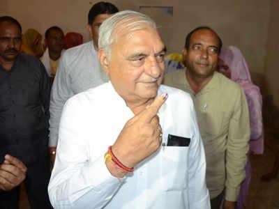 वोट डालने के बाद भूपेंद्र सिंह हुड्डा