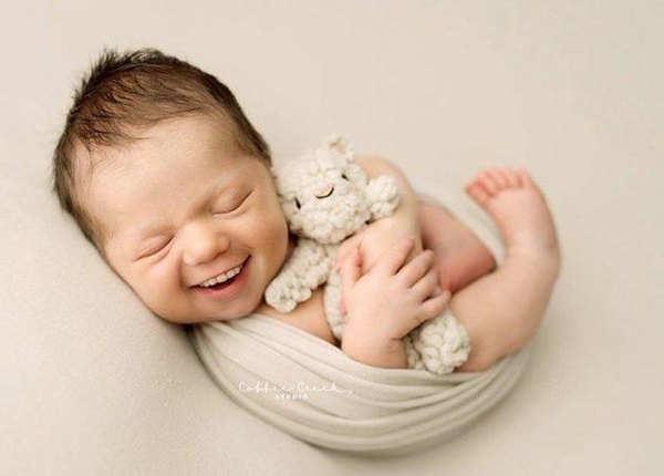 खुशहाल बच्चा