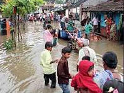 लोगों के घरों में घुसा बारिश का पानी