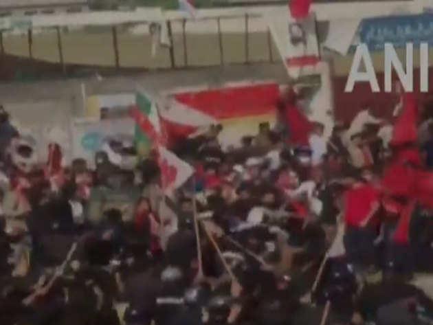रैली के दौरान लाठीचार्ज