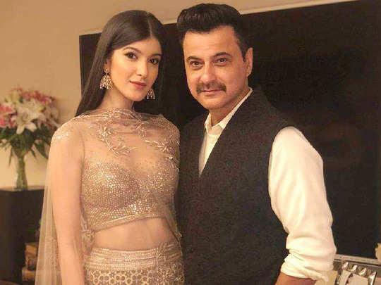 बेटी शनाया के साथ संजय कपूर (फाइल फोटो)