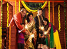 Diwali पर Parents को दे ये गिफ्ट्स, अधिक रोशन होगी आपकी दिवाली