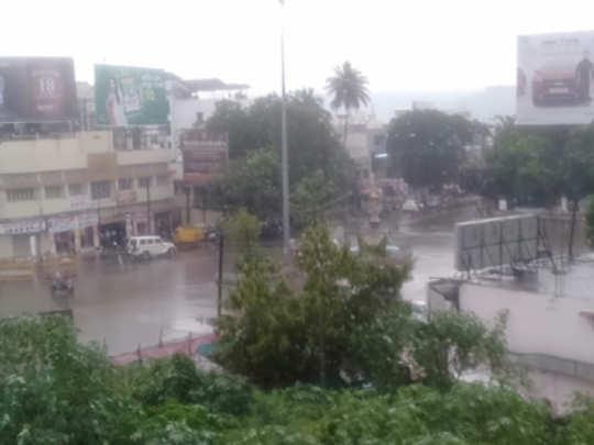 raining-in-awb
