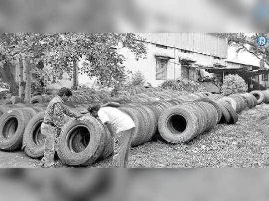 2000 டயர்களில் டெங்கு கொசு வளர்த்த அரசு அலுவலகத்துக்கு நோட்டீஸ்...