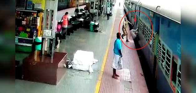 विडियो: RPF जवान ने चलती ट्रेन में चढ़ने के के प्रयास में फिसलने वाले शख्स की जान बचाई