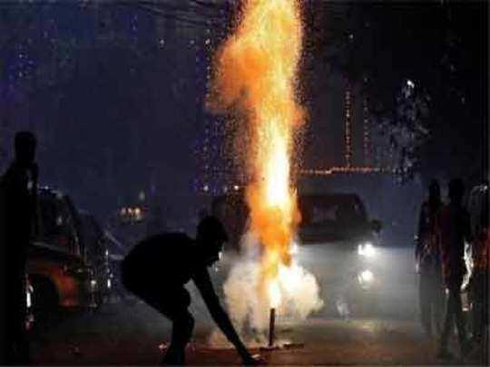 रात्री दहानंतर फटाके वाजवू नका, आवाजाची मर्यादा पाळा; मुंबई पोलिसांचे आवाहन