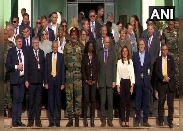 यूरोपीय सांसदों को सेना ने बताया, कैसे आतंक फैला रहा है पाक