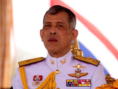थाइलैंड के राजा ने 4 गार्डों को निकाला