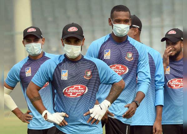 दिल्ली में T20I मैच- मास्क पहन प्रैक्टिस कर रहे खिलाड़ी