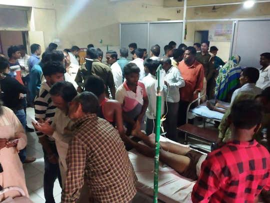 हादसे के बाद अस्पताल में जुटी भीड़