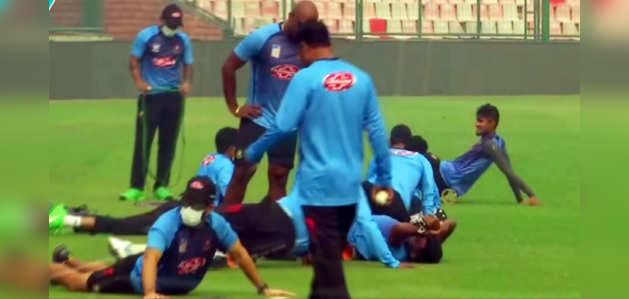 दिल्ली: मैच की प्रैक्टिस के दौरान बांग्लादेशी खिलाड़ियों ने पहने मास्क