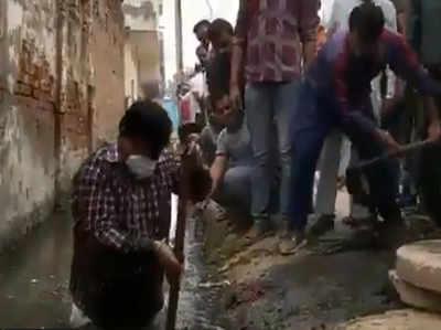 कमर तक गंदे पानी वाले नाले में उतरे मंत्री प्रद्युम्न सिंह तोमर