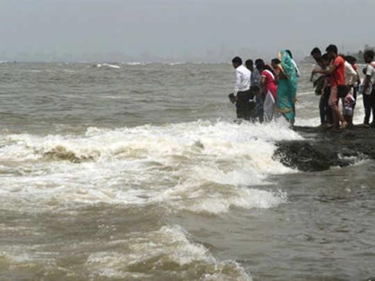 मालाडमध्ये समुद्रात बुडून लहानग्याचा मृत्यू