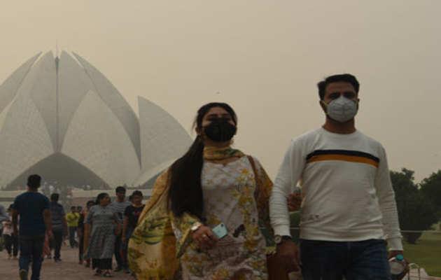 प्रदूषण से बेदम हुई दिल्ली, आसमान पर धुंध की चादर
