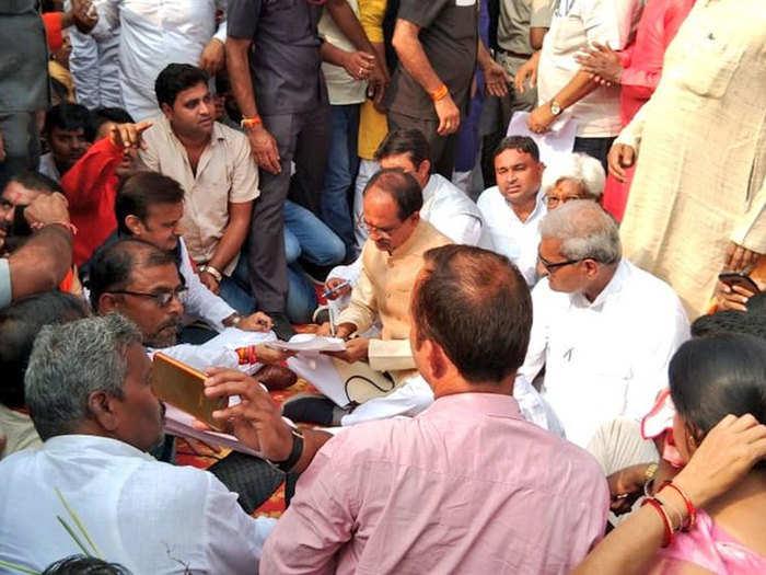 शिवराज सिंह चौहान ने किया किसान आक्रोश आंदोलन