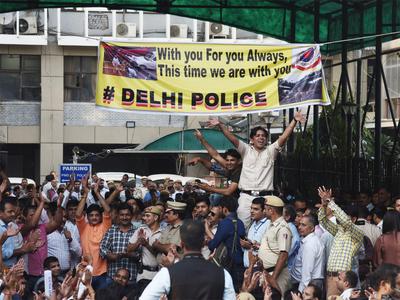 पुलिस-वकील झड़पः एलजी ने कहा, निष्पक्ष न्याय सुनिश्चित करें