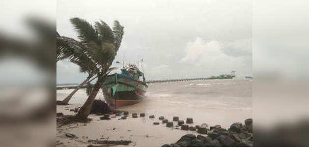 गुजरात की ओर बढ़ रहा चक्रवाती तूफान 'महा'