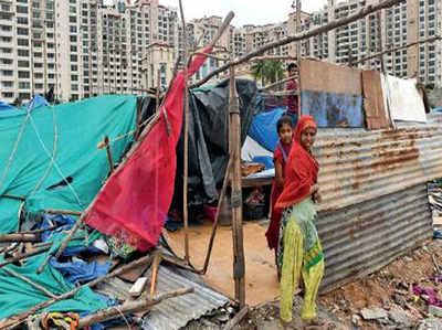 यह तस्वीर पिछले साल की है जब बीबीएमपी ने बांग्लादेशी प्रवासियों की बस्ती को अतिक्रमण बताकर ढहा दिया था