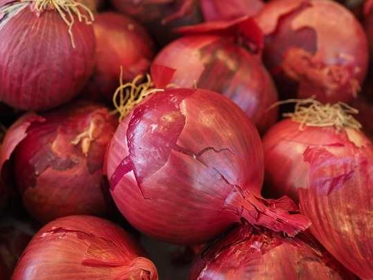 red-onions-vegetables-vegetable-onion-onion-market-47051.